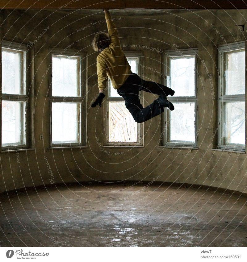 Cliffhanger Mann Hand Raum Kraft fahren Fernsehen festhalten Konzentration trashig hängen Held Schweben Schwung Medien dramatisch schwer