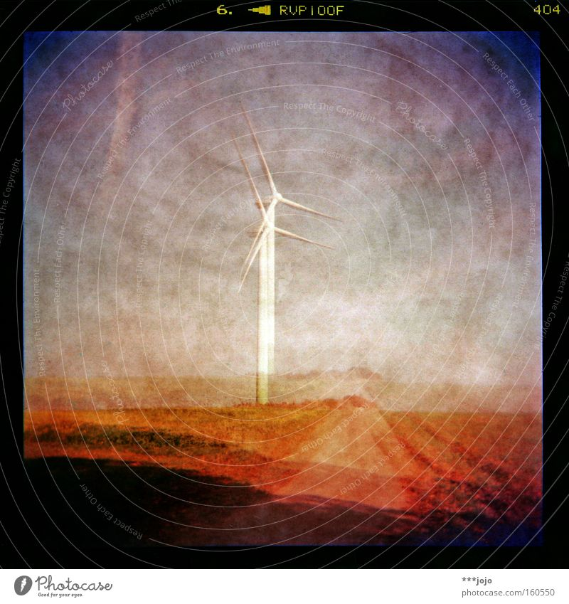 lux I. Holga analog Windkraftanlage mehrfarbig Feld Elektrizität Energie Lampe Beleuchtung 2 Farbe Wege & Pfade Landschaft alternativ Lomografie papierstruktur