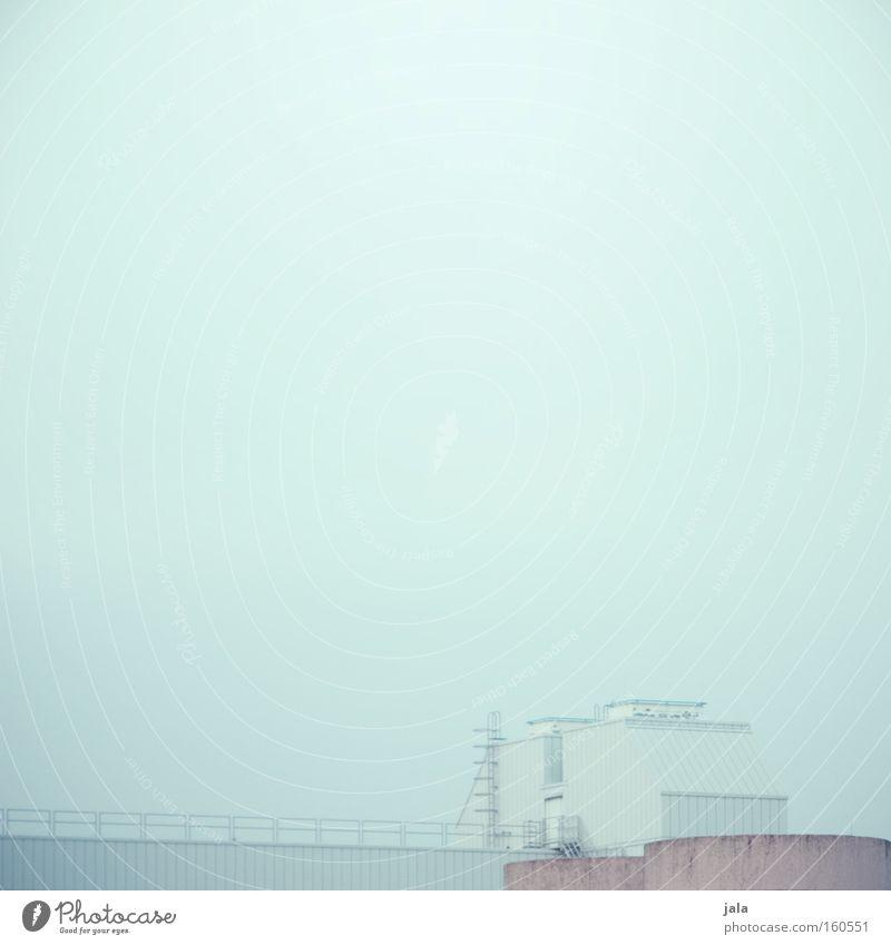 aussichtslos weiß Einsamkeit Haus grau Gebäude Traurigkeit hell rosa Nebel Fassade trist Industrie Trauer Industriefotografie Unternehmen unheimlich