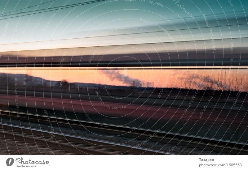 Fast train in the evening Eisenbahn Bahnfahren Schienenverkehr Personenzug Geschwindigkeit schön Farbfoto Außenaufnahme Dämmerung Bewegungsunschärfe Weitwinkel