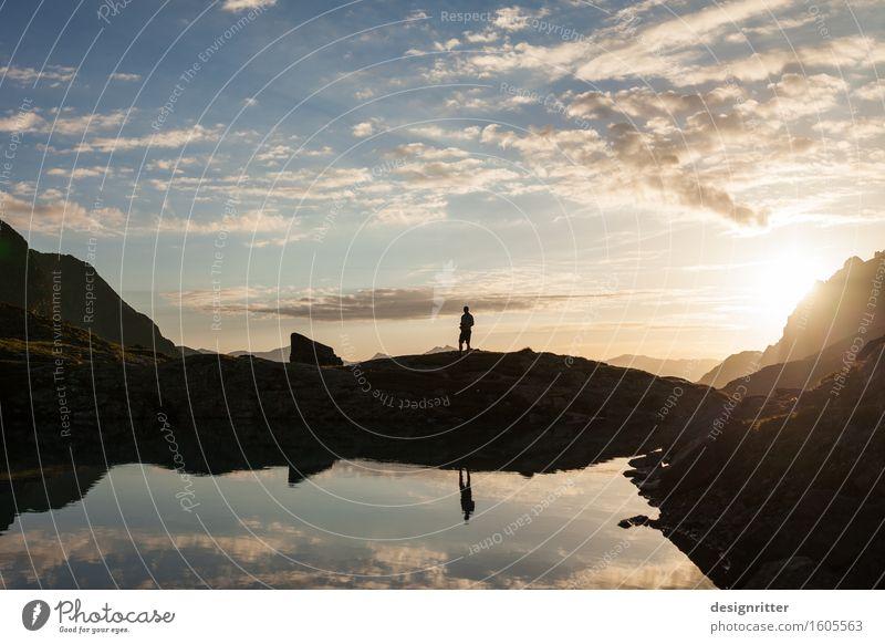 Bergfrieden Mensch Himmel Ferien & Urlaub & Reisen Mann schön Sommer Wasser Einsamkeit Wolken ruhig Ferne Berge u. Gebirge Erwachsene Freiheit See Horizont
