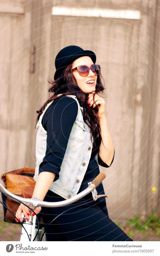 Fahrradspaß_08 Mensch Frau Jugendliche Sommer Junge Frau Erholung Freude 18-30 Jahre schwarz Erwachsene feminin Stil Lifestyle Freizeit & Hobby Ausflug