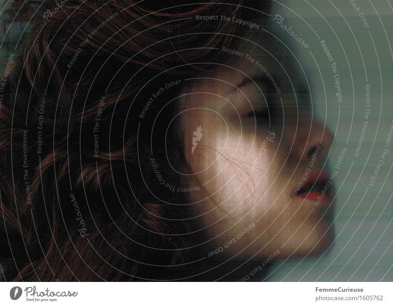 Tagtraum. elegant schön feminin Junge Frau Jugendliche Erwachsene Haut Kopf Haare & Frisuren Gesicht 1 Mensch 18-30 Jahre brünett langhaarig Locken reizvoll
