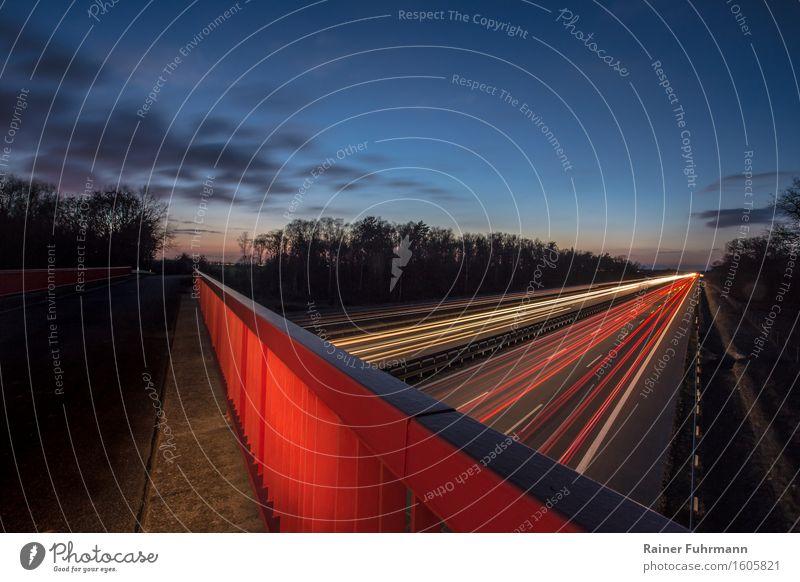 Der Berliner Ring in der späten Abenddämmerung Tourismus Brücke Verkehr Verkehrswege Straßenverkehr Autofahren Autobahn Ferien & Urlaub & Reisen Blick blau rot