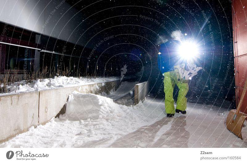 Let's Do it Mensch Winter Schnee gehen Schneefall Aktion heimwärts tragen Lichtschein Snowboard Snowboarder