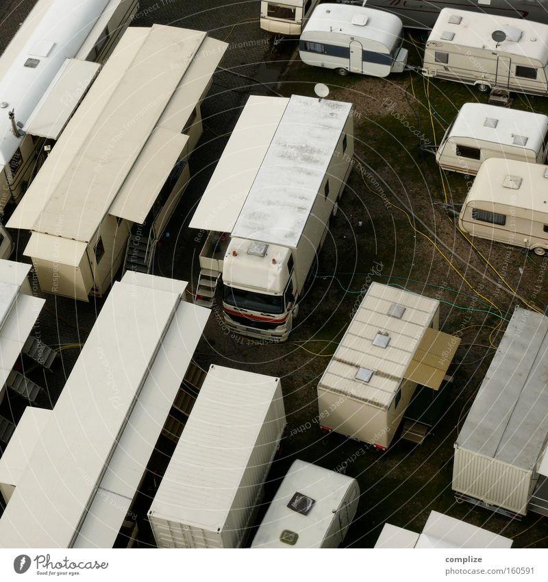 showman´s home Wohnung fliegen Platz Verkehr Kabel Niveau Lastwagen Jahrmarkt Camping Markt Messe Ausstellung Wohnwagen Wagen verdrahtet Schausteller