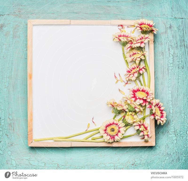 Leere weiße Tafel und hübsche Blumen Stil Design Sommer Häusliches Leben Innenarchitektur Dekoration & Verzierung Feste & Feiern Valentinstag Muttertag