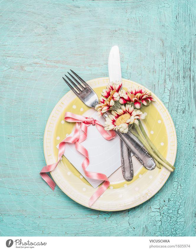 Tischgedeck mit Karte und hübschen Blumen Innenarchitektur Stil Feste & Feiern Party Design Häusliches Leben Textfreiraum elegant Dekoration & Verzierung