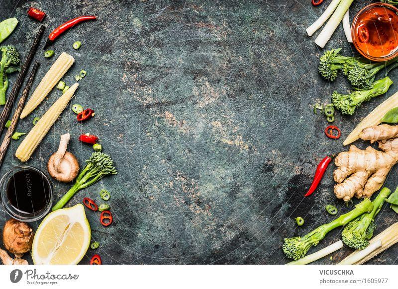 Gemüse und Gewürze für leckere chinesische oder Thai-Küche Gesunde Ernährung Leben Essen Foodfotografie Stil Lifestyle Lebensmittel Design Tisch