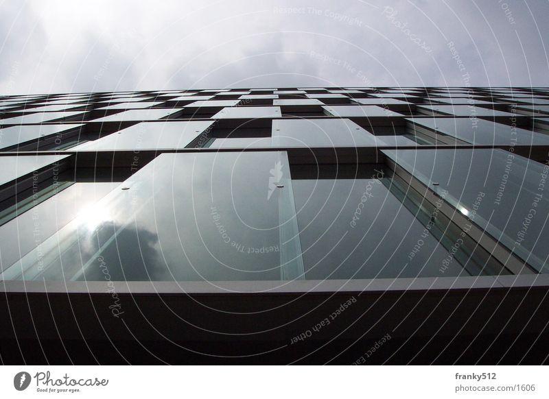 Fassade Haus Architektur Glas. Düsseldorf Himmel