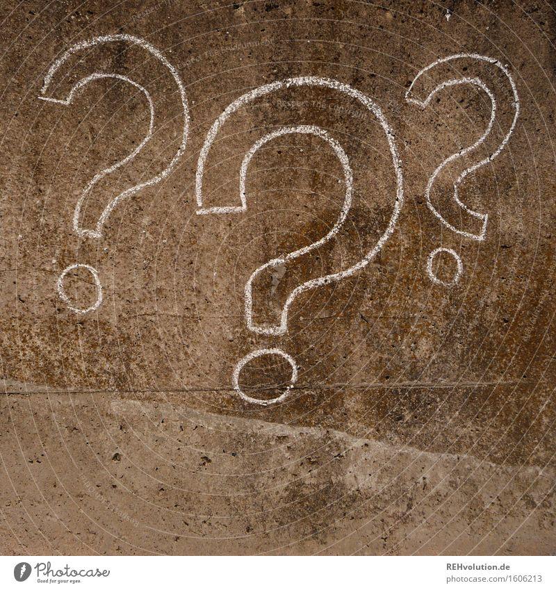 3 Fragezeichen Beton zeichnen Fragen Zeichen Symbole & Metaphern Rätsel geheimnisvoll unklar Kreide Kreativität malen Kunst Farbfoto Gedeckte Farben