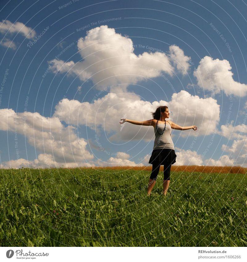 christina Mensch Himmel Natur Jugendliche schön grün Sommer Junge Frau Landschaft Wolken Freude 18-30 Jahre Erwachsene Umwelt Wiese feminin