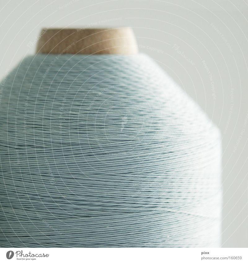 Ariadne von der Rolle hell-blau Nähgarn Nähen Kurzwaren Wolle Schnur Verbindung Handwerk Kreativität Holz Ordnung Kunst Kunsthandwerk Makroaufnahme Nahaufnahme