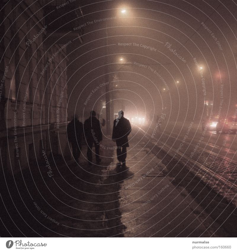 Nachtgestalten auf dem Heimweg Mensch Winter kalt Berlin Nacht Angst Beleuchtung gruselig Club Laterne Verkehrswege Ampel Erzählung Straßenbahn Kriminalroman Potsdam