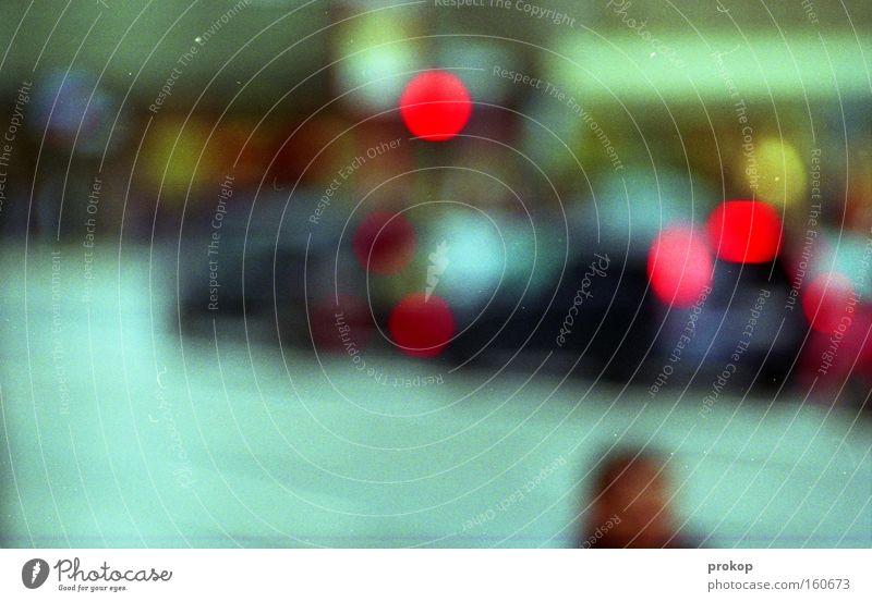 Stadtgeleucht Straße Verkehr Unschärfe Mensch Berufsverkehr Stress Krach Licht Neukölln Stadtteil Kiez Verkehrswege Vergänglichkeit Stoßzeit