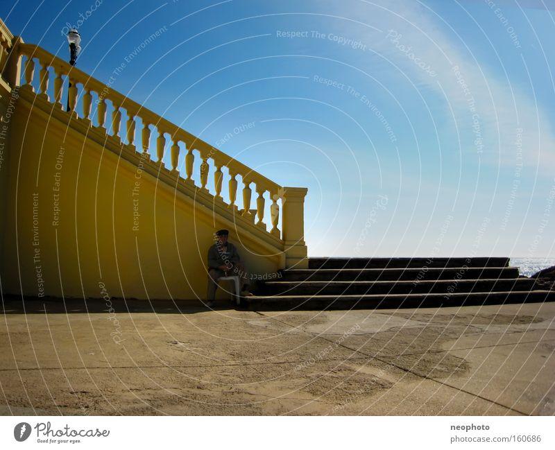 Siesta Himmel Mann Meer Sommer Strand ruhig Freiheit Senior Glück Stein Treppe Frieden Ruhestand Portugal Altersversorgung