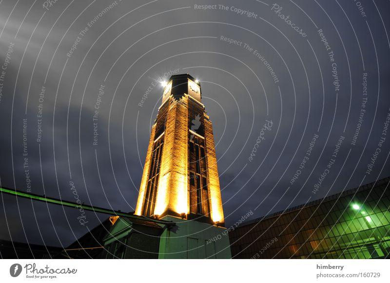 timestamp Gebäude Beleuchtung Architektur Fassade Industrie Industriefotografie Turm historisch Düsseldorf Scheinwerfer Produktion Lichttechnik Industrielandschaft
