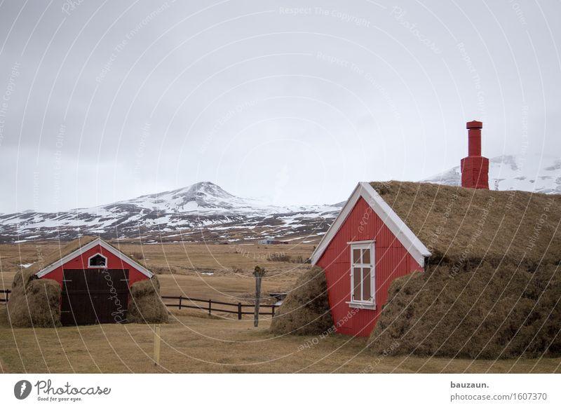 rotes haus. Ferien & Urlaub & Reisen Tourismus Ausflug Abenteuer Ferne Winter Schnee Haus Garten Umwelt Natur Landschaft Wolken Eis Frost Gras Berge u. Gebirge