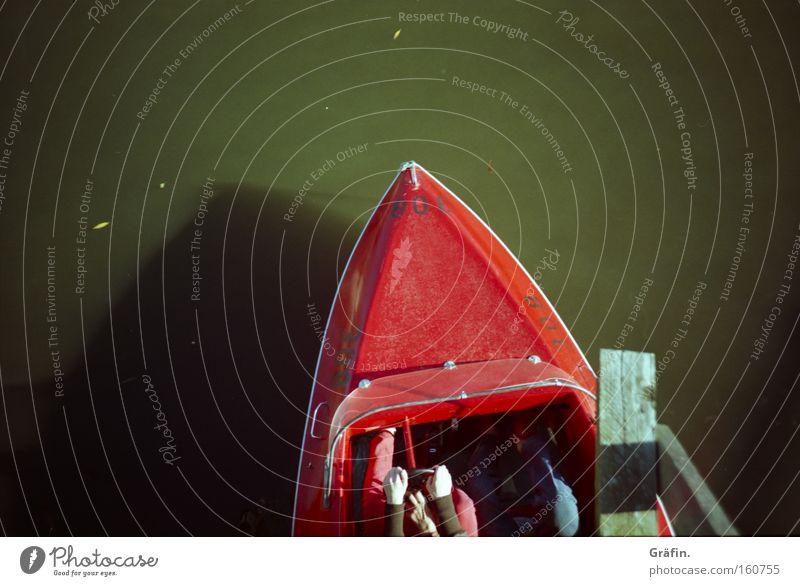 Saisonbeginn Tretboot rot See fahren treten anstrengen Sommer Schatten Steinhuder Meer Brücke Mensch grün Tourist Spielen Schifffahrt Schiffsunglück