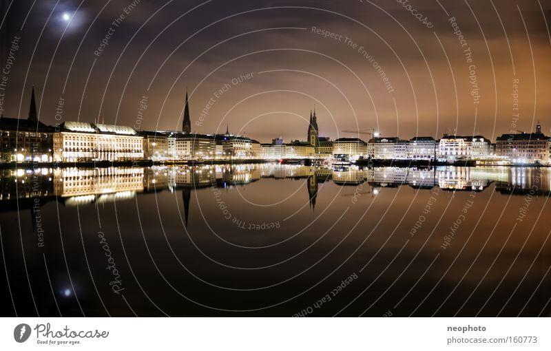 Binnenalster bei Nacht Alster Gewässer Stadtzentrum Hamburg schön ruhig Mond Licht Außenaufnahme Langzeitbelichtung Dynamik Wahrzeichen Denkmal
