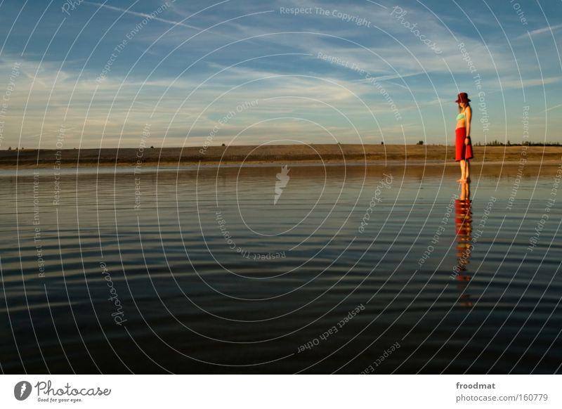 wasserstand Strand Braunkohlentagebau Sand Sommer See Wasser Himmel rot Frau Landschaft Idylle ruhig harmonisch Schwung Spiegel schön