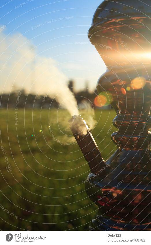 Entspannung kann man in der Pfeife rauchen Wasserpfeife Rauchen Tabakwaren Erholung Gegenlicht Schönes Wetter Wolkenloser Himmel Unbekümmertheit Feierabend