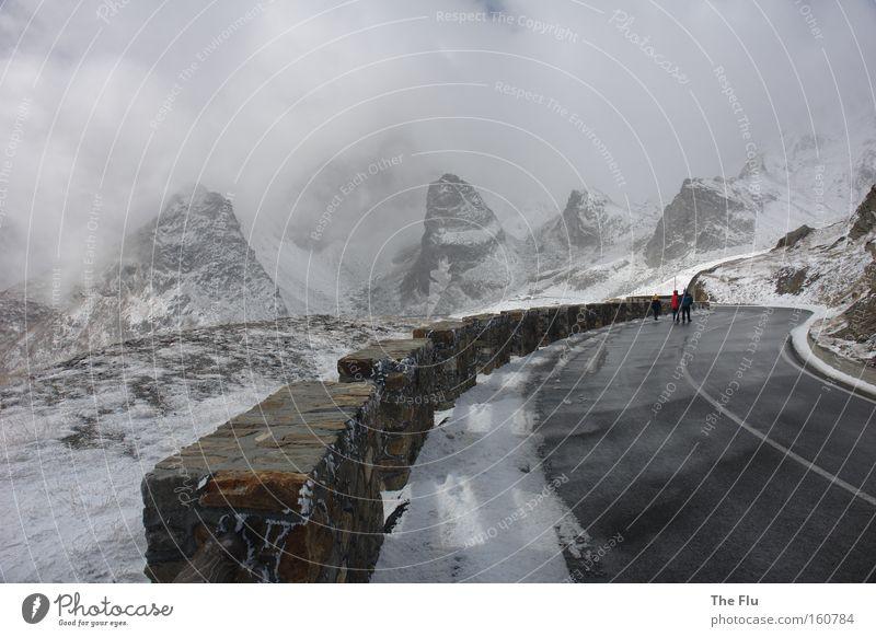Erster Schnee am Großen St. Bernhard Winter kalt Berge u. Gebirge Straße Alpen Italien Schweiz Sturm