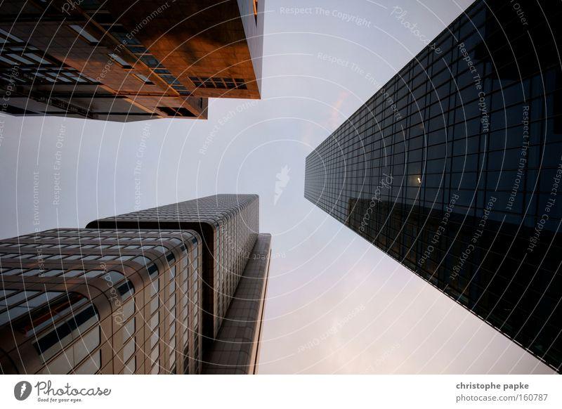 Großstadtrevier Himmel Stadt Einsamkeit kalt Architektur Gebäude Business Deutschland Arbeit & Erwerbstätigkeit Glas groß modern Hochhaus Erfolg Wachstum Geldinstitut