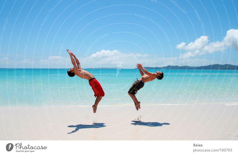 Enjoy the Beach II Mensch Himmel Wasser Ferien & Urlaub & Reisen Meer Sommer Strand Freude Freiheit Sand springen Lebensfreude Sommerurlaub Australien rückwärts Salto