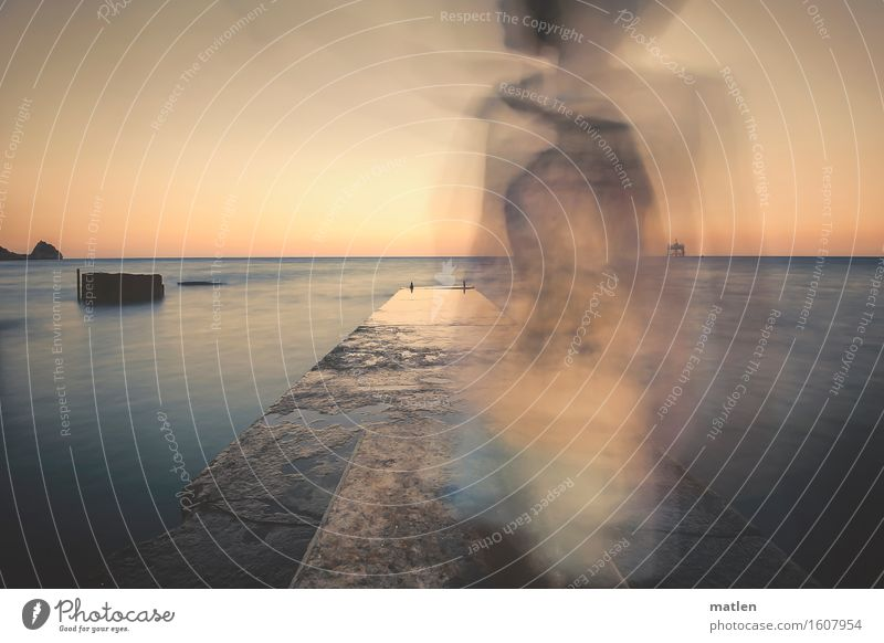 Langzeitbelichtung Kind 1 Mensch 3-8 Jahre Kindheit Landschaft Wasser Himmel Horizont Sommer Schönes Wetter Küste Meer Bewegung dunkel kaputt trist blau orange