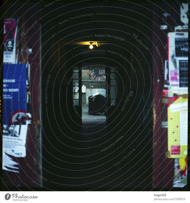 Berlin III dunkel Traurigkeit trist Vergänglichkeit Tor Tunnel Eingang Glühbirne Plakat Hinterhof Müllbehälter Durchgang Altbau Ausfahrt Einfahrt