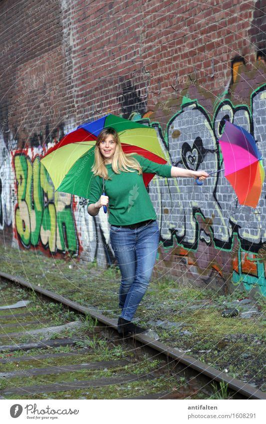 Balancieren feminin Frau Erwachsene Freundschaft Leben Körper Kopf Gesicht Arme Hand Beine 1 Mensch 30-45 Jahre Graffiti Schienenverkehr Gleise Jeanshose