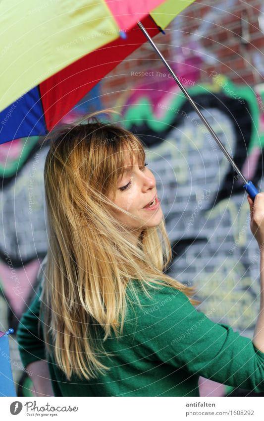 Dö dö dö döm dödö dö dö dö döm Mensch Frau grün schön Sommer Freude Gesicht Erwachsene gelb Leben Frühling Graffiti natürlich feminin Gesundheit Haare & Frisuren