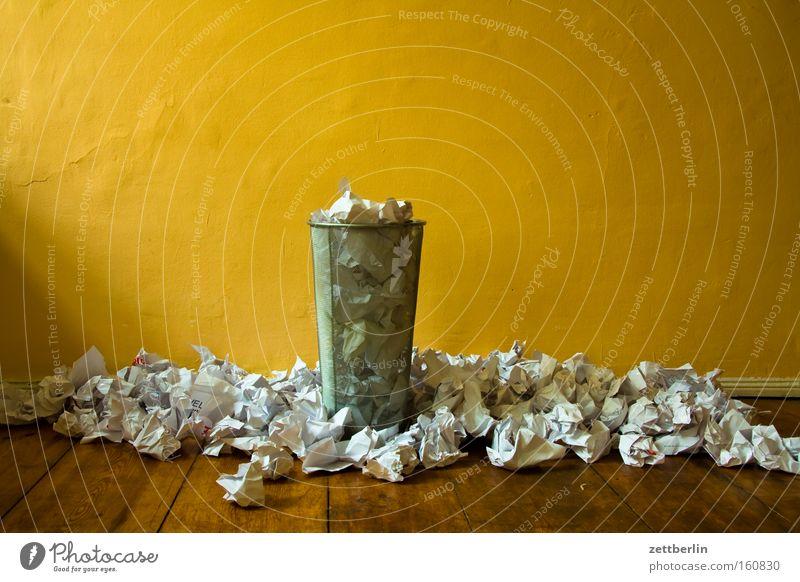Papierkorb -1200 Papiermüll Müll Müllverwertung planen Fehler Brainstorming Kreativität Knäuel Papierstapel schreiben Vergänglichkeit papierrest Idee zerknüllen