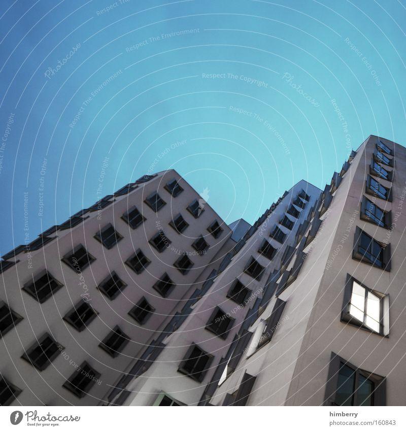 part of the process Fenster Fassade Haus Gebäude Düsseldorf Gehry Bauten Zollhof Handwerk modern Moderne Architektur Perspektive Bürogebäude