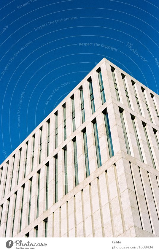 minimalismus Sightseeing Himmel Wolkenloser Himmel Berlin Stadt Hauptstadt Stadtzentrum Haus Hochhaus Bauwerk Architektur Neubau Fassade Fenster Stein Beton