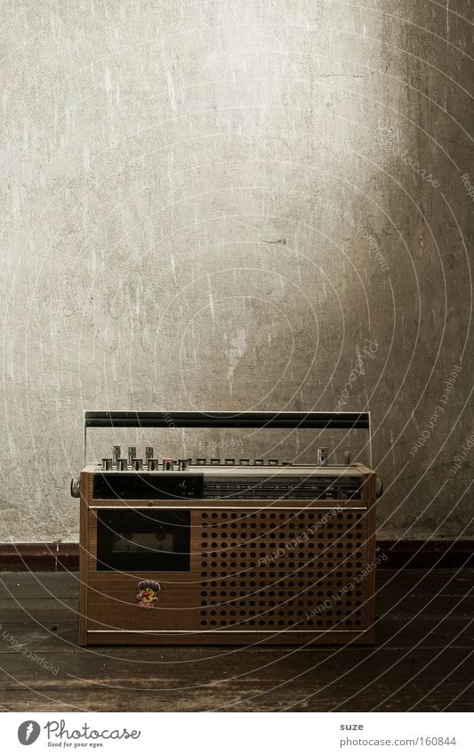 Radiostar alt Wand Mauer Musik braun retro Information hören Tapete Informationstechnologie Radiogerät DDR Lautsprecher Radio Nostalgie Holzfußboden
