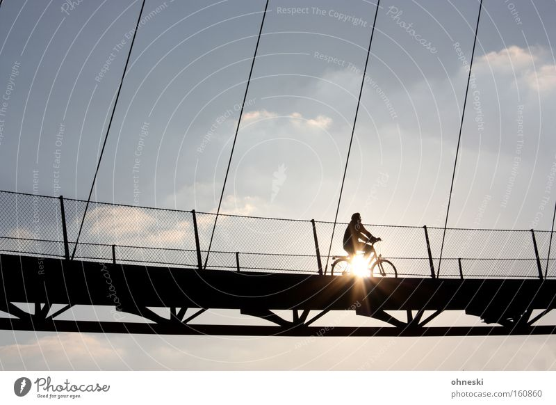 Cycling on sunshine Himmel Sonne Umwelt Ruhrgebiet Luft Fahrrad Energie Ausflug Brücke Hoffnung fahren Sauberkeit ökologisch Mensch Umweltschutz Laser