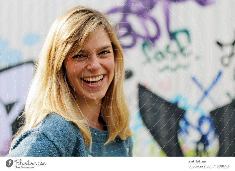 Gute Laune :-D Mensch feminin Frau Erwachsene Freundschaft Leben Kopf Haare & Frisuren Gesicht Auge Mund Lippen Zähne 1 30-45 Jahre Graffiti blond langhaarig