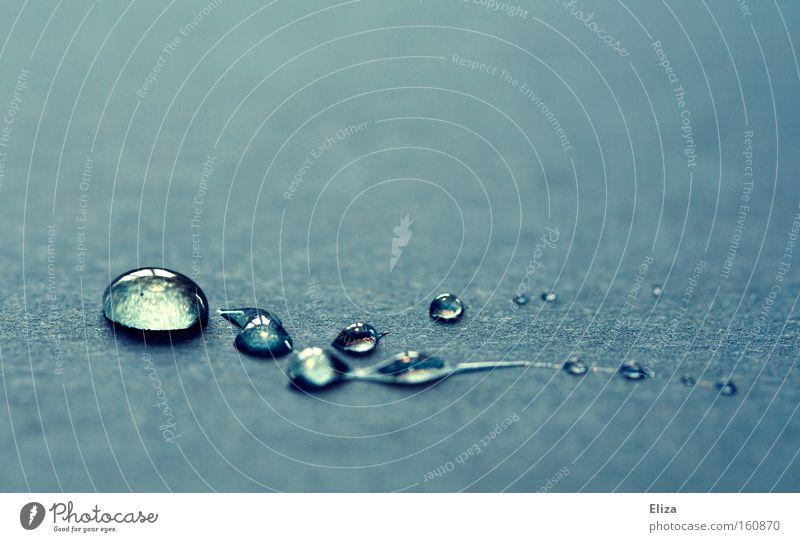 Tropfen blau schön Wasser kalt Hintergrundbild glänzend frisch Wassertropfen Wellness Schmuck Tau Kette fein edel Makroaufnahme