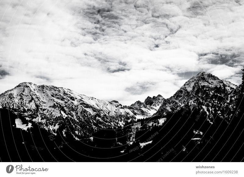 Snowcapped mountains in black and white Himmel Natur weiß Landschaft Wolken Ferne Wald schwarz Berge u. Gebirge Hintergrundbild Felsen Schneefall Tourismus