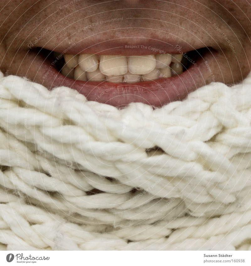 Wollknäuel weiß Winter kalt Haut Mund Zähne Lippen Mütze frieren bleich Schal Wolle verpackt anziehen Mensch Sonnenbank