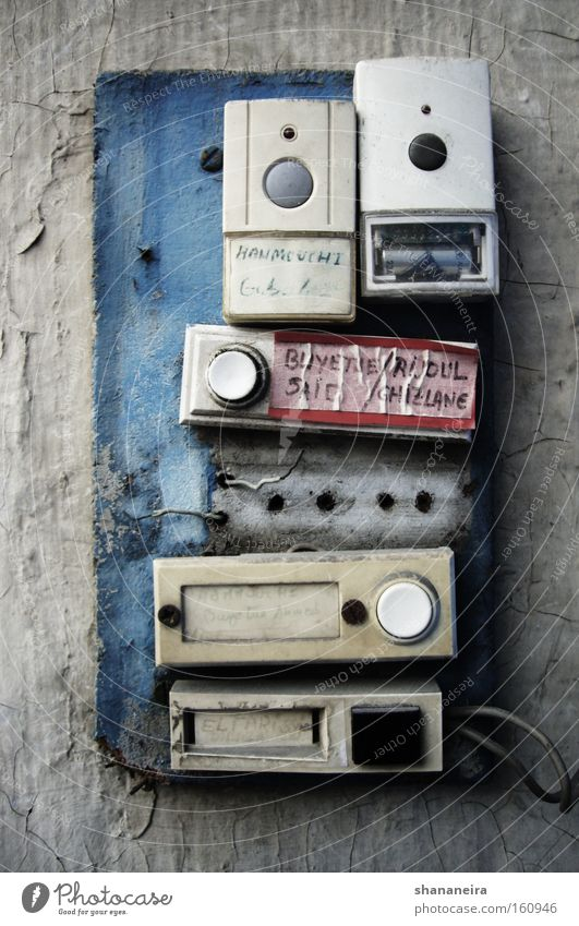 Bitte läuten! Klingel chaotisch skurril Glocke Knöpfe elektrisch Dinge Fototechnik Technik & Technologie Basteln Elektrizität Besucher besuchen bell Farbfoto