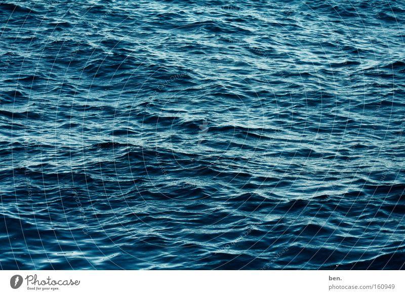 Aqua Wasser Meer blau kalt See Wellen nass frisch Elektrizität Flüssigkeit Meerwasser Oberflächenspannung