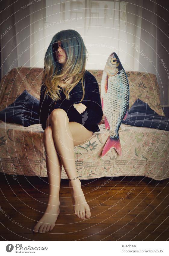 remix | date mit fisch .. V Mädchen Junge Frau Haare & Frisuren Wohnzimmer Verabredung Sofa Fisch Remixcase Kind Kindheit Kindererziehung verrückt seltsam