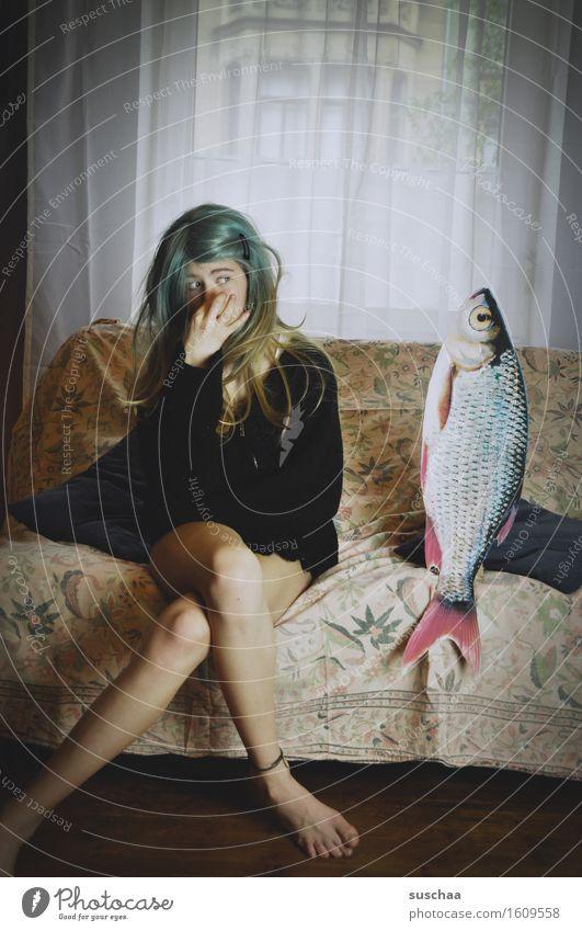 remix | date mit fisch .. VI Mädchen Junge Frau Haare & Frisuren Wohnzimmer Verabredung Sofa Fisch Remixcase Kind Kindheit Kindererziehung verrückt seltsam