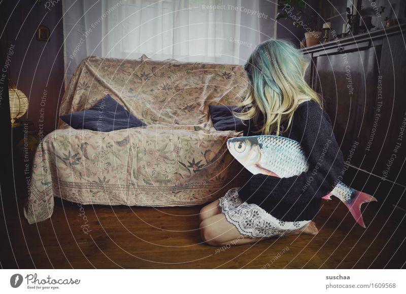 remix | date mit fisch .. X Mädchen Junge Frau Haare & Frisuren Wohnzimmer Sofa Fisch Remixcase Kind Kindheit Kindererziehung verrückt seltsam Pubertät skurril
