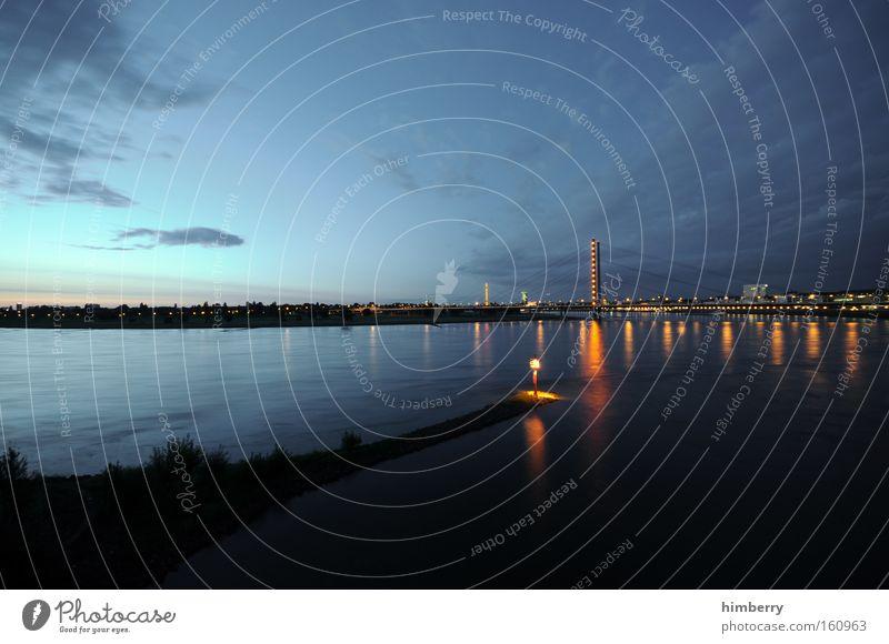 guten abend Stimmung Atmosphäre Düsseldorf Stadt Fluss Brücke Beleuchtung Rhein Güterverkehr & Logistik Verkehr Himmel Licht Schifffahrt Langzeitbelichtung