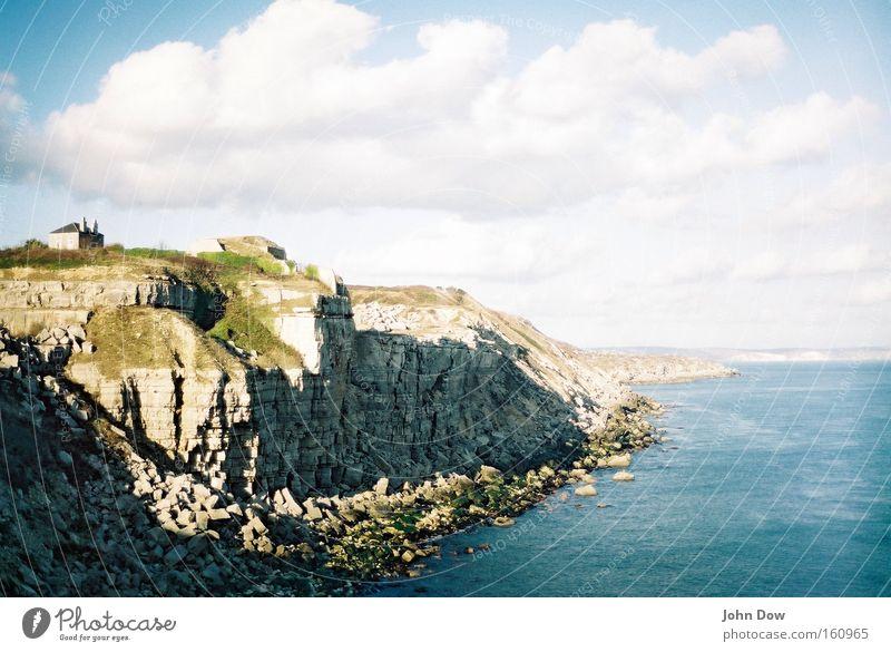 Haus an der See Natur Meer Ferien & Urlaub & Reisen Einsamkeit Erholung Küste Wellen Zufriedenheit Felsen Insel Sehnsucht genießen Fernweh Klippe abgelegen