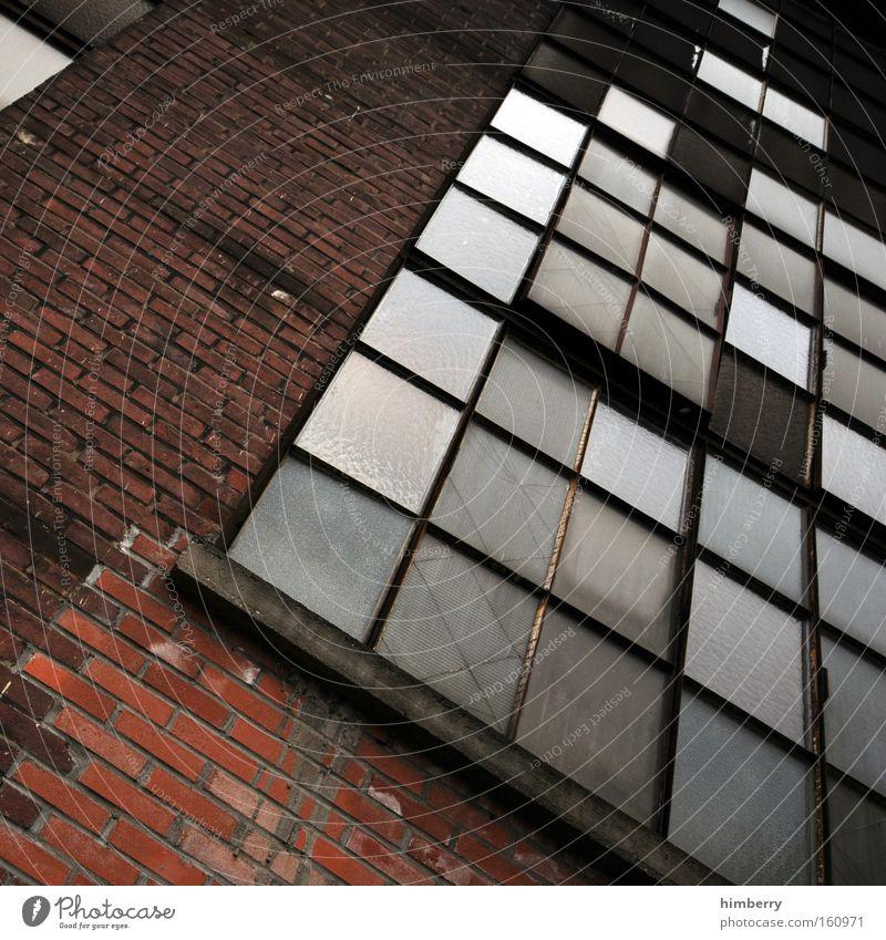 urban tetris Fenster Mauer Gebäude Glas Fassade Industrie Industriefotografie verfallen Backstein Ruine Lagerhalle Fensterscheibe Scheibe Altbau